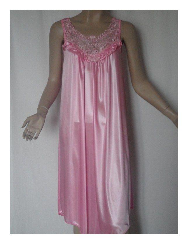 - Robe de nuit Rose clair .