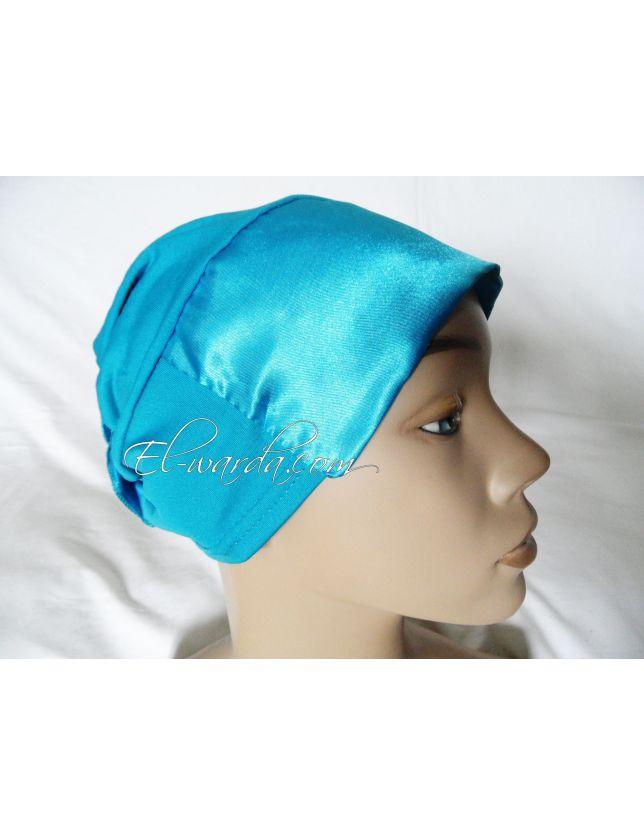 Bonnet à fleur bleu tirquoise.